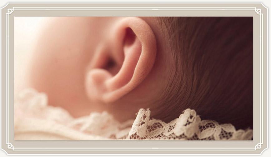 Когда начинает слышать новорожденный ребенок?