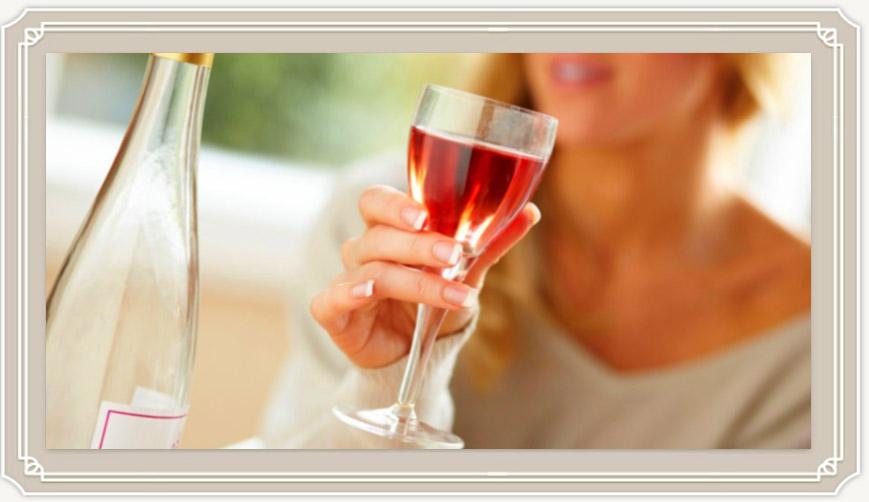 Можно ли пить вино при грудном вскармливании и как оно влияет на молоко?