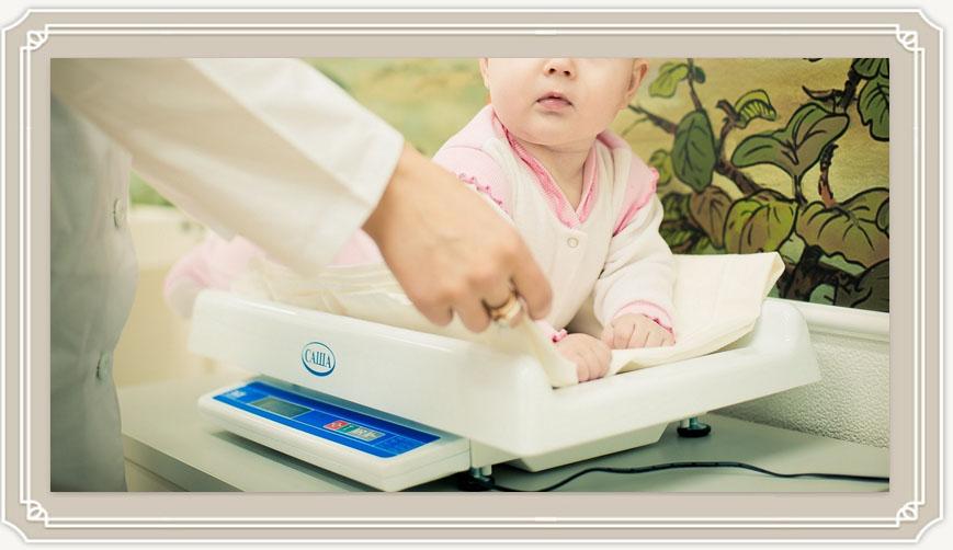 Сколько в весе должен прибавлять новорожденный?