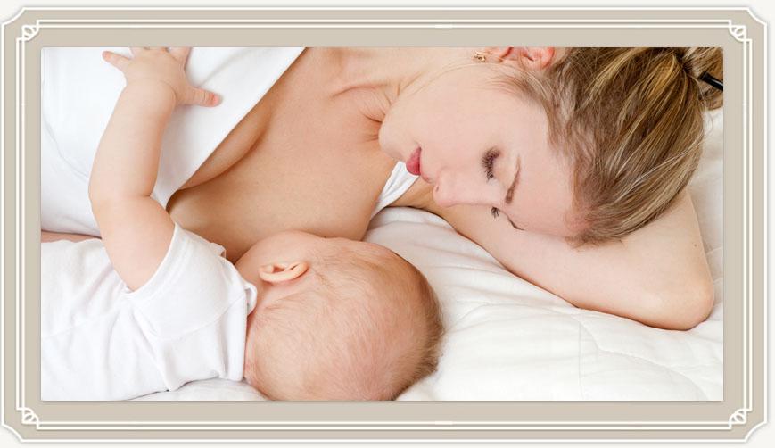 Кормление грудью лёжа— самая простая и удобная позиция