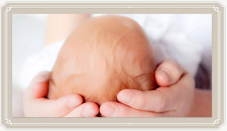 Когда новорожденный начинает держать головку самостоятельно?