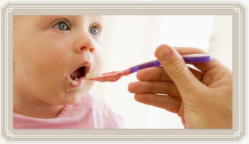 Когда начинать прикорм ребенка на искусственном вскармливании?